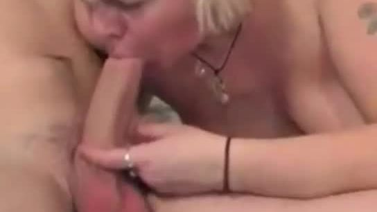 Mature slut gets her pussy filled with junoir cock